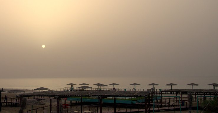A picture of the beach outside Doha, Qatar